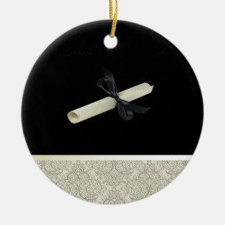 Diploma en negro con el ajuste del diseño del adorno navideño redondo de cerámica