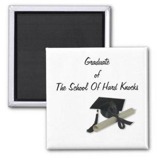 Diploma y casquillo de la graduación (tablero del  imanes de nevera