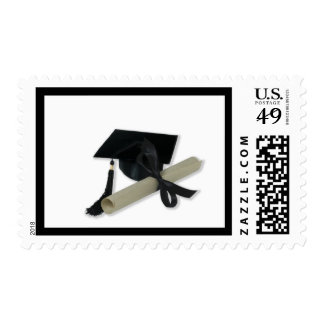 Diploma y casquillo de la graduación tablero del franqueo