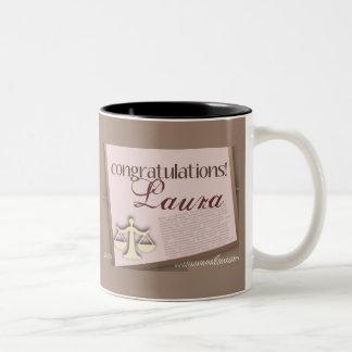 Diplomado de colegio de abogados de la enhorabuena taza dos tonos