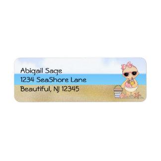 Dirección fresca de la niña de la playa etiqueta de remite