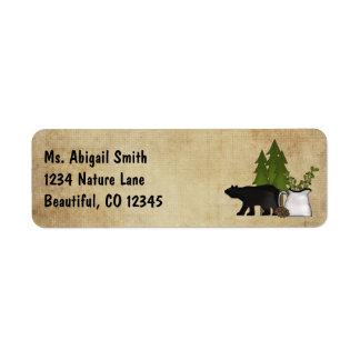 Dirección rústica del oso de la silueta del país etiqueta de remite