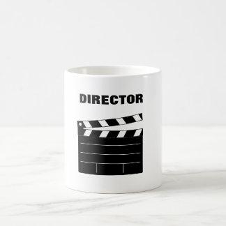 Director de cine con el marcador taza blanca