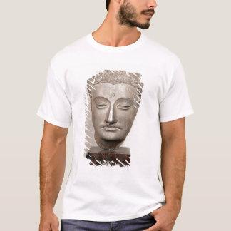Dirija de una estatua del Buda, de Playera