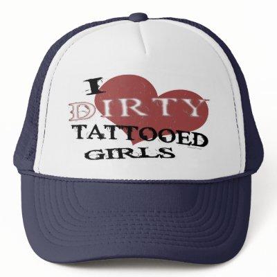 moda de los tatuajes. Eje de balancín fresco, de moda, camisetas del tatuaje.