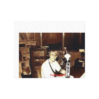 Disc jockey WNSL de Tony Myrick y laurel de FM, ms Lona Estirada Galerias