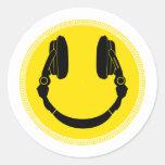 Disco sonriente del auricular de DJ - disc jockey Pegatina Redonda