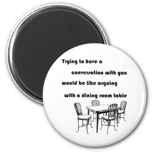 Discusión con una tabla del comedor imanes de nevera
