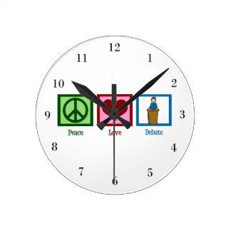 Discusión del amor de la paz reloj redondo mediano