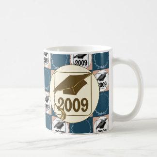 Diseño 2009 del gorra de la graduación taza