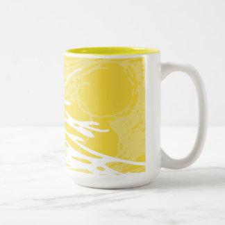 Diseño abstracto en blanco y amarillo taza de dos tonos