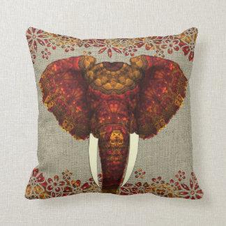 Diseño adornado adornado del elefante cojín