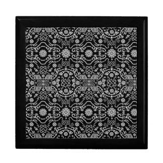 Diseño adornado negro y blanco del pixel joyero cuadrado grande