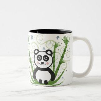 Diseño alegre de la taza de la panda