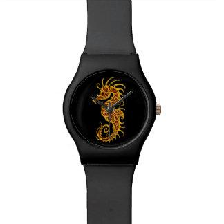 Diseño amarillo complejo del Seahorse en negro Reloj De Mano
