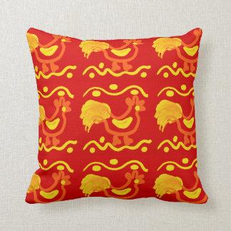 Diseño amarillo-naranja rojo colorido del pollo de almohadas