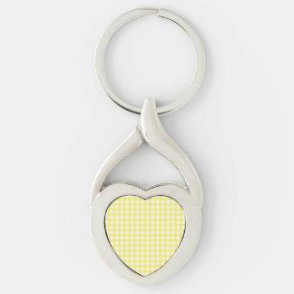 Diseño amarillo y blanco de la guinga llavero plateado en forma de corazón