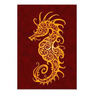 """Diseño amarillo y rojo complejo del Seahorse Invitación 3.5"""" X 5"""""""