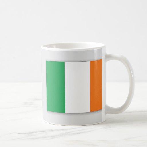 Diseño amplio de la taza irlandesa de la bandera