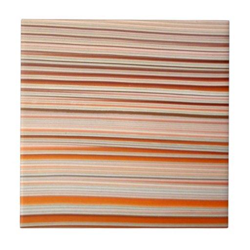 Diseño anaranjado y blanco de la raya ondulado azulejo cuadrado pequeño