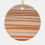Diseño anaranjado y blanco de la raya ondulado adorno de navidad