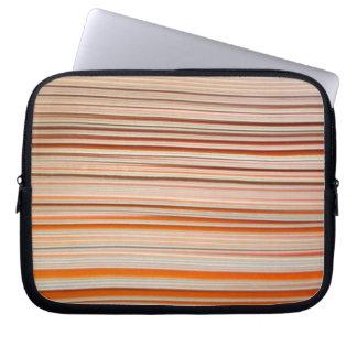 Diseño anaranjado y blanco de la raya ondulado funda computadora