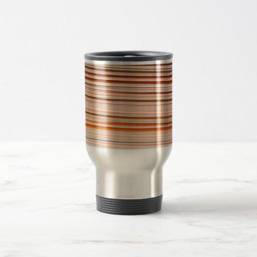 Diseño anaranjado y blanco de la raya ondulado taza