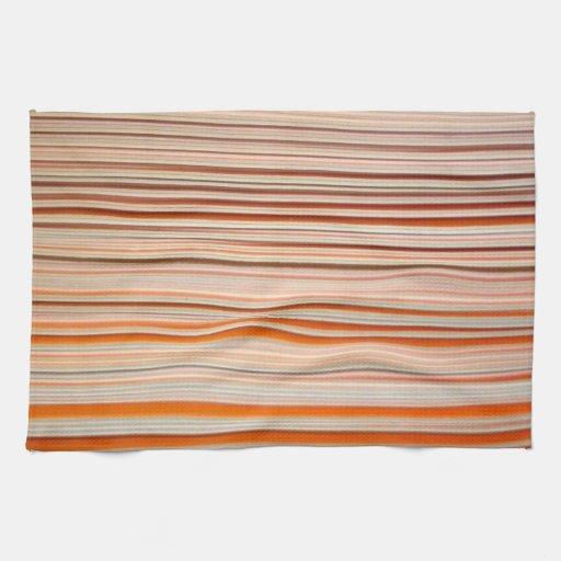 Diseño anaranjado y blanco de la raya ondulado toalla de mano