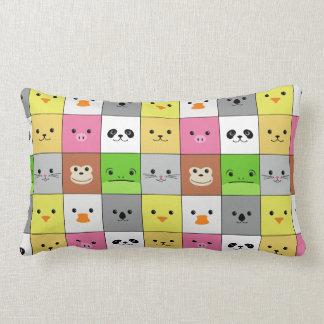 Diseño animal colorido lindo del modelo de los cua almohada