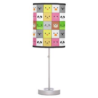 Diseño animal colorido lindo del modelo de los cua lámpara de escritorio
