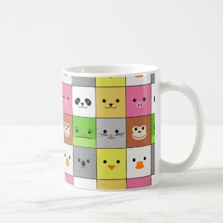 Diseño animal colorido lindo del modelo de los taza clásica