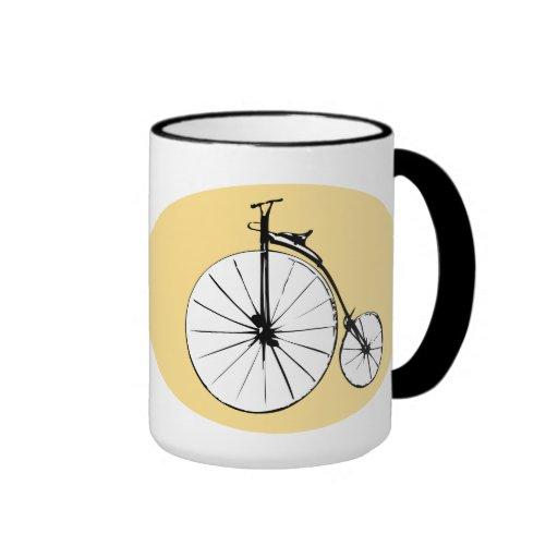 Diseño antiguo de la bicicleta taza de café