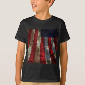 Diseño apenado de la bandera americana con cita de playera