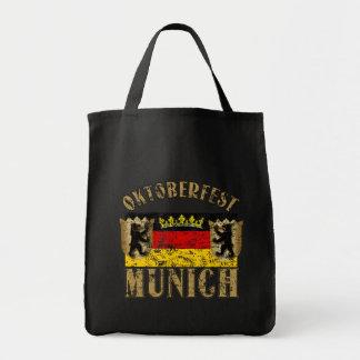 Diseño apenado Munich de la mirada de Oktoberfest Bolsa Tela Para La Compra