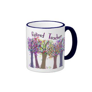 Diseño artsy jubilado de los árboles del profesor taza a dos colores