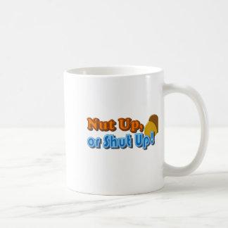 Diseño ascendente o cerrado de la nuez taza de café