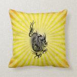 Diseño asiático amarillo del dragón cojin