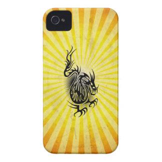 Diseño asiático amarillo del dragón Case-Mate iPhone 4 cárcasas
