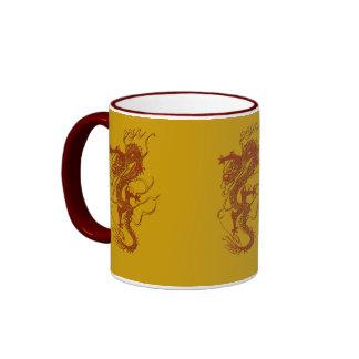 Diseño asiático del arte del dragón rojo taza de dos colores