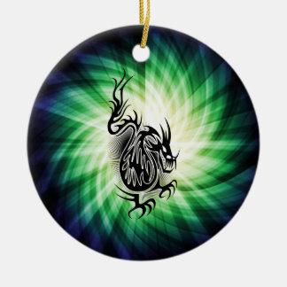 Diseño asiático del dragón; fresco adorno navideño redondo de cerámica