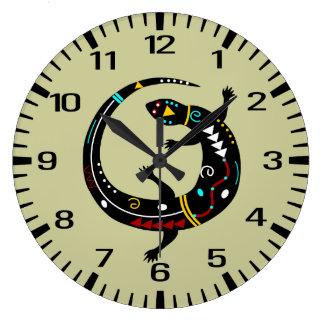 Diseño azteca personalizado del lagarto del reloj redondo grande