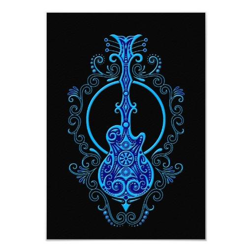 Diseño azul complejo de la guitarra en negro comunicados personales
