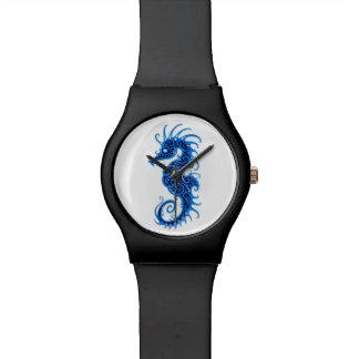 Diseño azul complejo del Seahorse en blanco Reloj