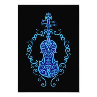 Diseño azul complejo del violín en negro anuncios