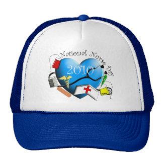 Diseño azul del corazón del día nacional de la enf gorro
