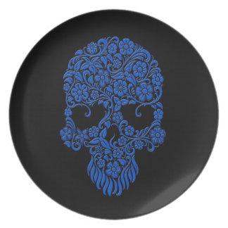 Diseño azul del cráneo de las flores y de las vide platos para fiestas