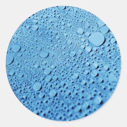 Diseño azul del fondo de los descensos del agua etiqueta redonda