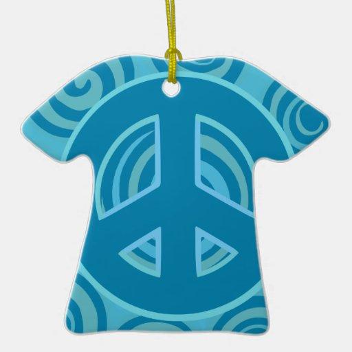 Diseño azul del signo de la paz adorno navideño de cerámica en forma de playera