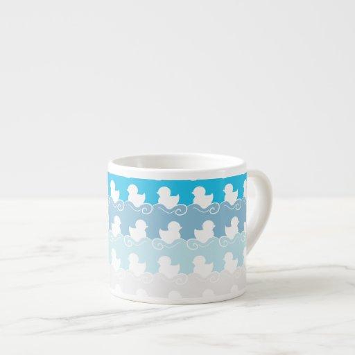 diseño azul dulce con la fila de los patos blancos taza de espresso