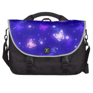 Diseño azul marino de las mariposas ligeras del re bolsas de ordenador